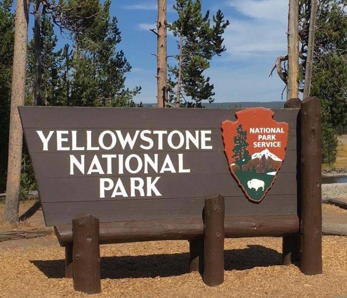 yellowstone-national-park-sign