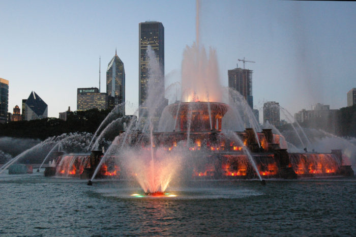 Buckingham-Fountain-II-700x466.jpg